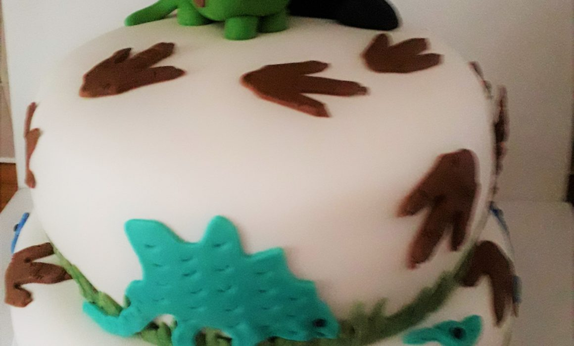 This cake is Roarsome